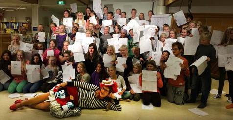 Tegne- og skriveverksted med Sarah McIntyre var populært blant skoleelever i Karmøy